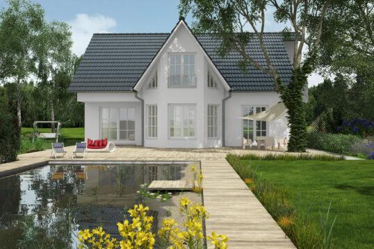 Terrasse mit Pool vor großen Haus mit weißer Fassade