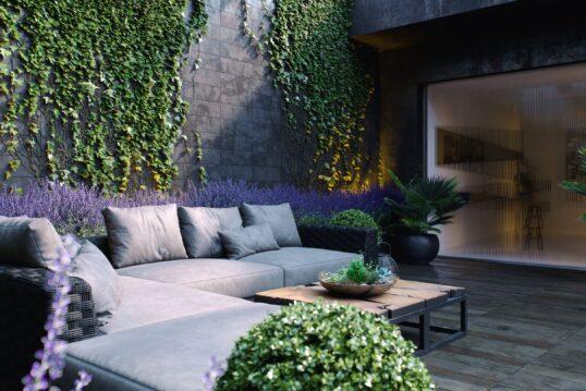 Terrassen Inspiration – Moderne Terrasse mit Sitzmöbel & einer hohen Gar...