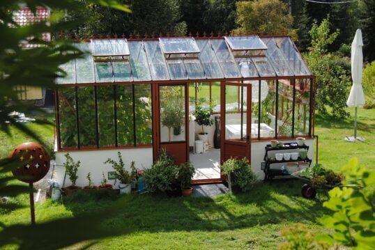 Gartenidee – Gewächshaus für die Anzucht von Laubbäumen und anderen Pflanzen...