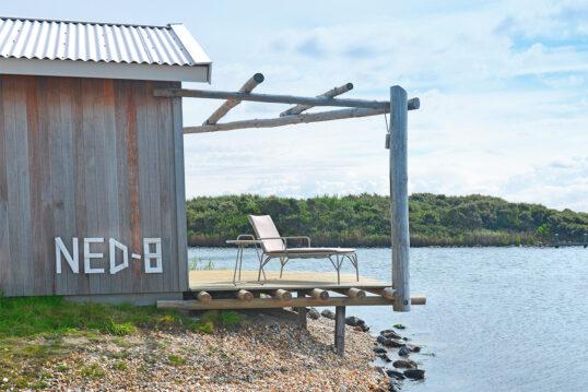Skandinavisches Flair mit Aussicht aufs Meer – Terrasse gefertigt aus jungen ...