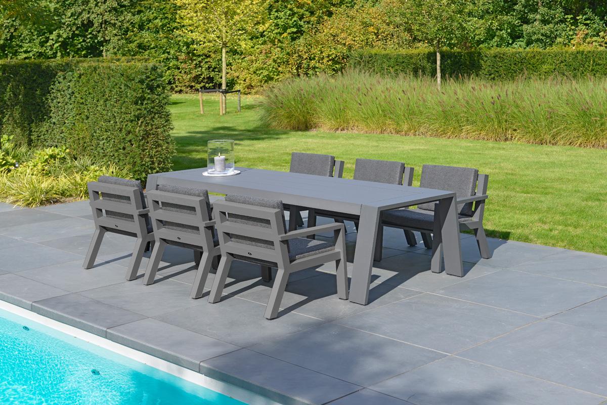 Terrasse Am Pool Idee Dunkle Sitzgruppe Hecken Als Sichtschutz