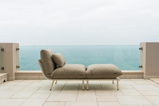 Garteninspiration mit Outdoor Liegesofa auf der Terrasse oder den Balkon – Be...