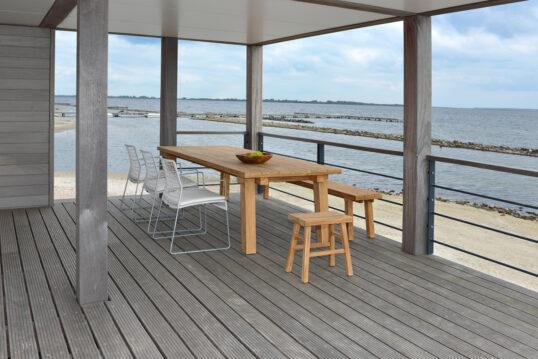 Holz Pavillon mit Aussicht aufs Meer – Idee mit einer Sitzgruppe auf einer Te...