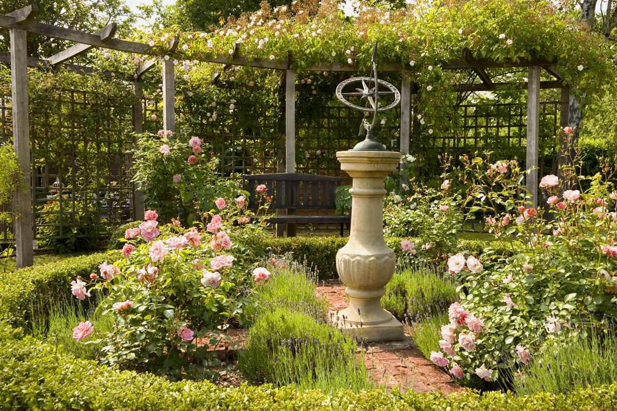 Gestalte deinen Garten entsprechend der täglichen Sonneneinstrahlung.