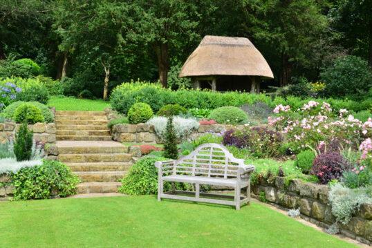 Gartenmauer ▷ Ideen zum Verkleiden, Anlegen & Gestalten