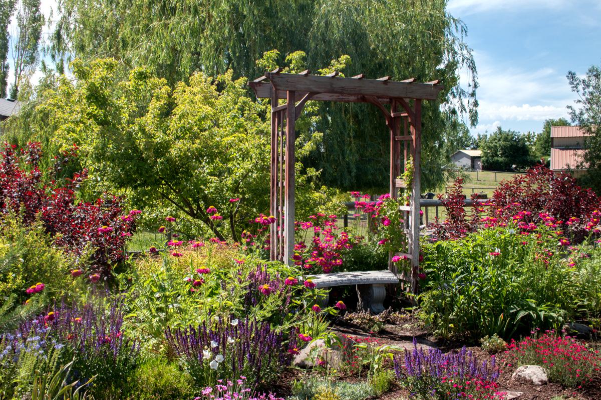 Eine Sitzecke im Garten sollte zum Verweilen einladen.