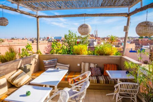 Balkon im mediterranen Ambiente als Gestaltungsidee – Beispiel mit eingebaute...