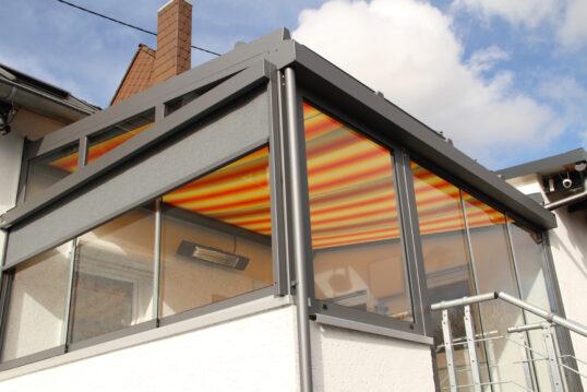 Idee für einen geschlossenen Balkon – Balkon-Markise als Sonnenschutz & ...