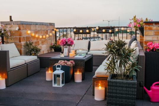 Romantische Idee für einen Balkon oder eine Dachterrasse – Gestaltungsbeispie...