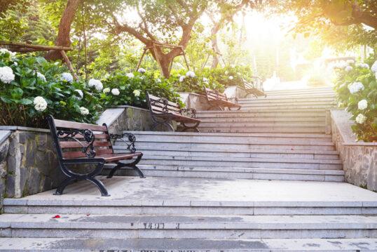 Park Idee – Beispiel für einen Parkaufgang mit Treppen im Hortensien-Park ...