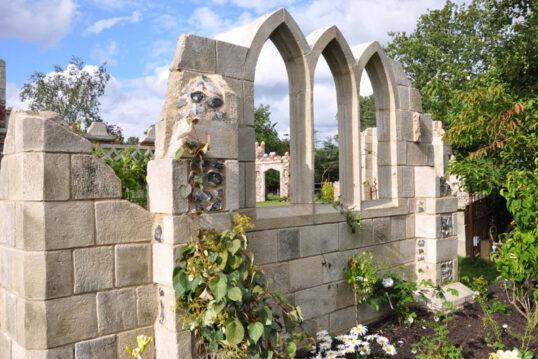 Gartenidee – Element einer Ruine aus Stein für den Garten – Ruinenmauer...