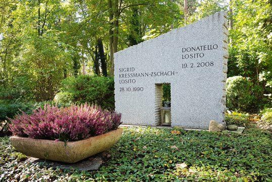 Donatello Losito – Grab mit Grabstein des Künstlers und seiner Ehefrau der be...
