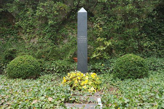 Jürgen Wohlrabe – Grab mit Obelisken des verstorbenen CDU Politikers und Film...