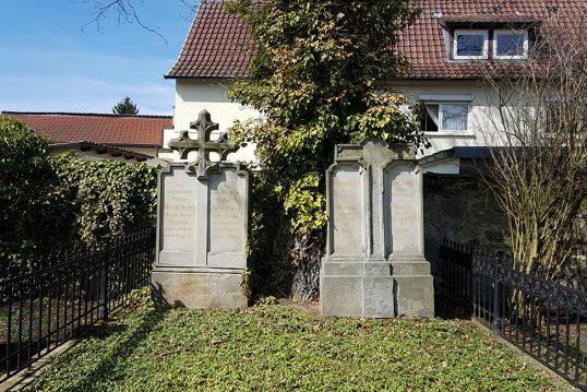 Friedrich Rückert – Grab mit Grabstein des bekannten Dichters und Sprachgenie...