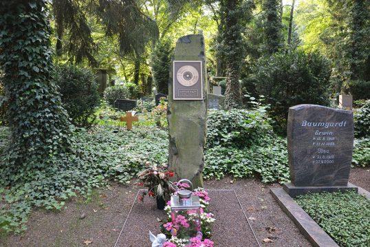 Gottfried Engels – Grab mit Grabstein des Musikers und Produzenten auf dem Fr...