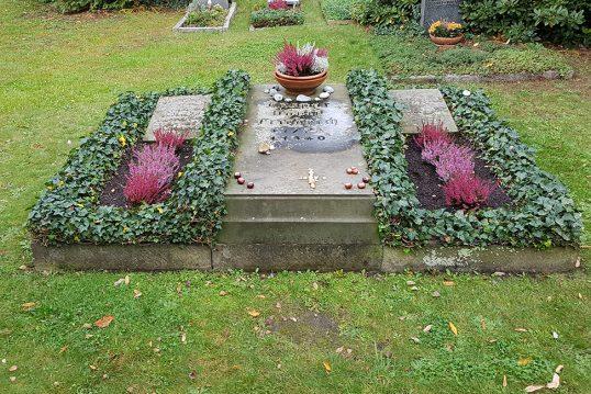 Caspar David Friedrich – Grab mit Grabstein des berühmten Malers auf dem Trin...