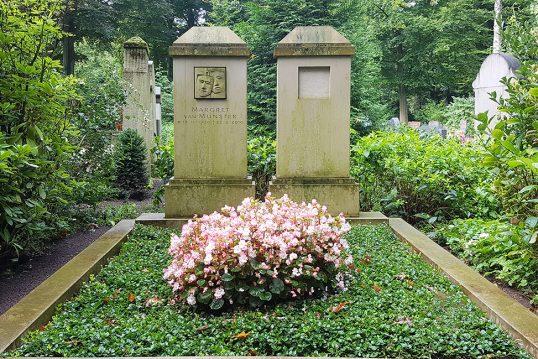 Margret van Munster – Grab mit Grabstein der bekannten Schauspielerin  die di...