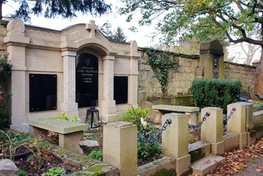 Karl Dietrich – Grab mit Grabstein des verstorbenen Komponisten und Professor...