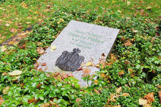 Franz Wilhelm Fürst zu Putbus – Grab mit Grabstein des Urururenkels des Fürst...
