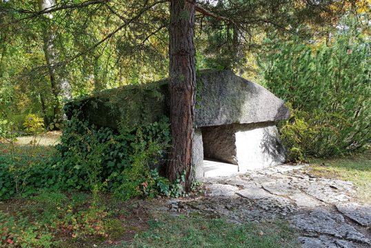 Otto Schott – Grab mit Grabstein des berühmten Chemikers auf dem Nordfriedhof...