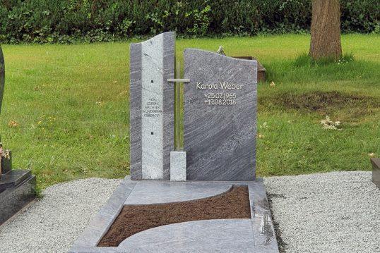 Grabidee zur Gestaltung eines Doppelgrabes mit zweiteiligen Grabstein und Grabeinfassung mit Platten aus Grani...