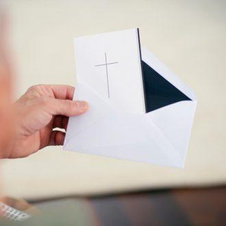 Beileid schreiben & aussprechen: Top-10 kurze Muster & Vorlagen