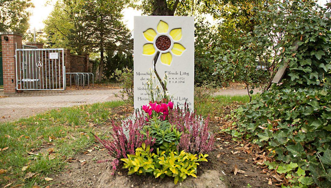 Kurze Trauersprüche für Beileidskarten & Beerdigungen