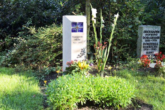 Inspiration für die Gestaltung eines modernen Urnengrabs – Kleines Urnengrabm...