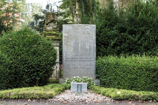 Grabstätte des Ingenieurs und Erfinders Nikolaus August Otto auf dem Melaten Friedh...