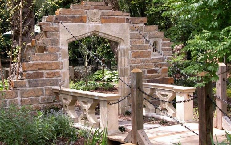 Gothic Folly Ruinenmauern: Der Bausatz aus England