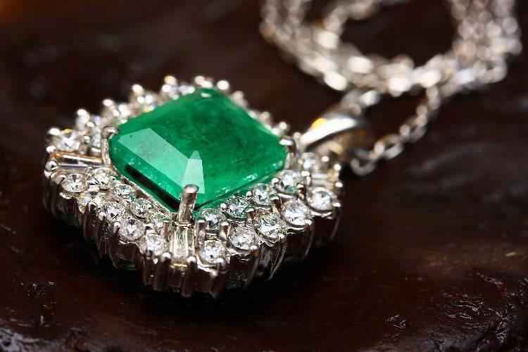 Smaragdschmuck - ein ganz besonderer Blickfang