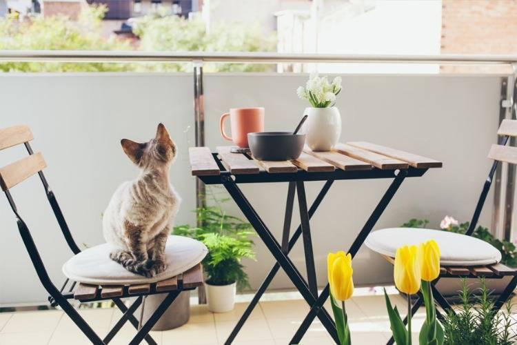 Ungestört entspannen: Balkonsichtschutz & -verkleidung für Dein Geländer