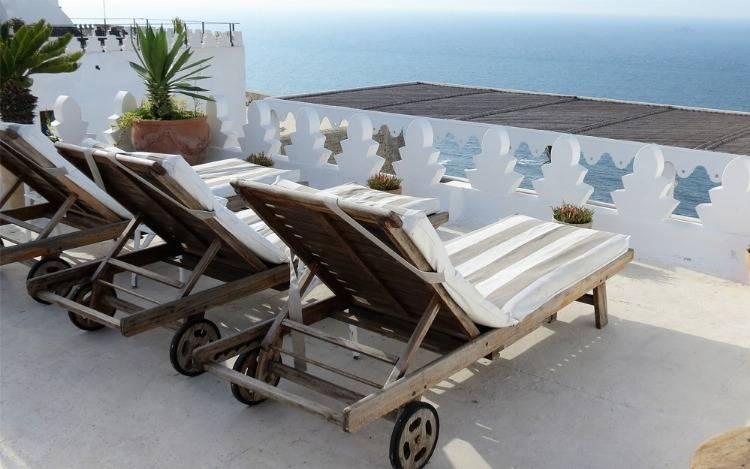 Ergonomische Holzliegen geschwungen & klappbar