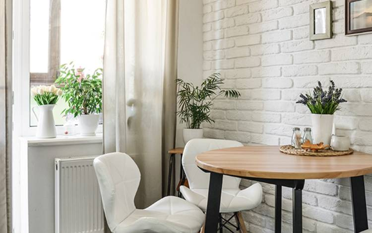 Schöne Küchengardinen als praktischer Sichtschutz und attraktiver Fensterschmuck