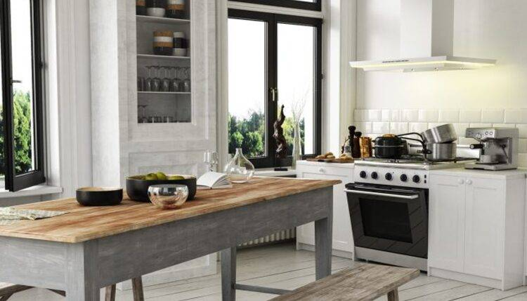 Französische & Englische Massivholz Landhaustische in weiß, grau & naturfarben