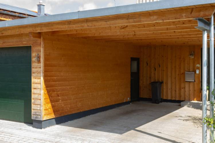 Natürlich, sicher, günstig: Die Holzgarage als vielseitige Alternative zu Stein & Beton