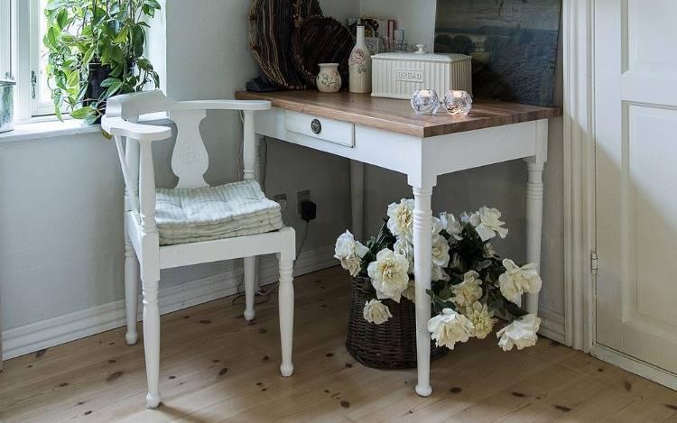 Moderne und rustikale Holzstühle