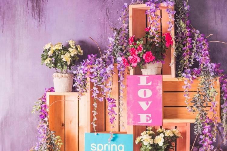 Atemberaubende Blumenregale für drinnen und draußen