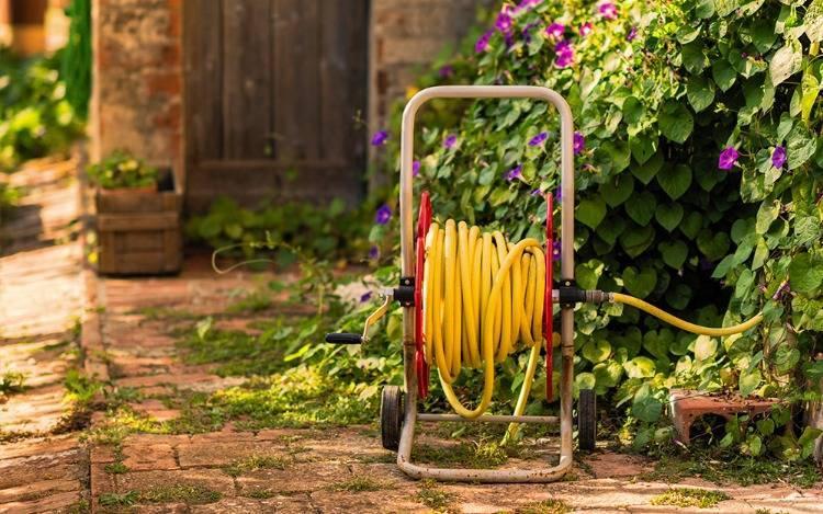 Schlauchboxen & Schlauchtrommeln - die unentbehrlichen Helfer für eine unkomplizierte Bewässerung des Gartens