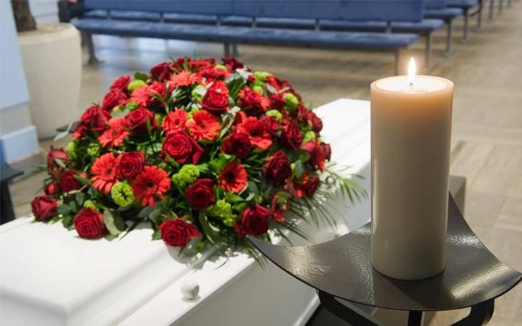 Moderne Trauergestecke für Beerdigung & Trauerfeier