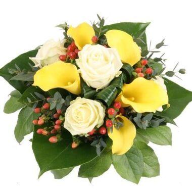 Magie der Träume gelbe Calla und weiße Rosen