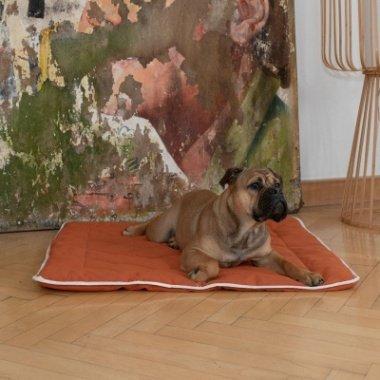 Hunde-Steppdecke Estera Größe: 120x100cm Farbe: ocker