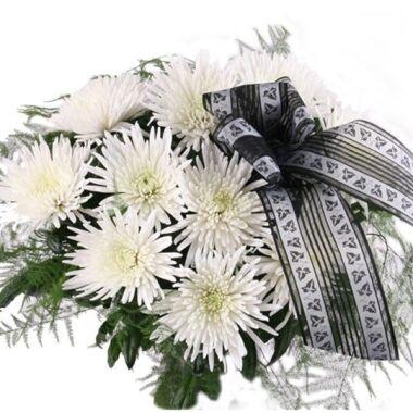 10 weiße Deko-Chrysanthemen Feder oder Ballförmig mit Schleife / Trauerflor