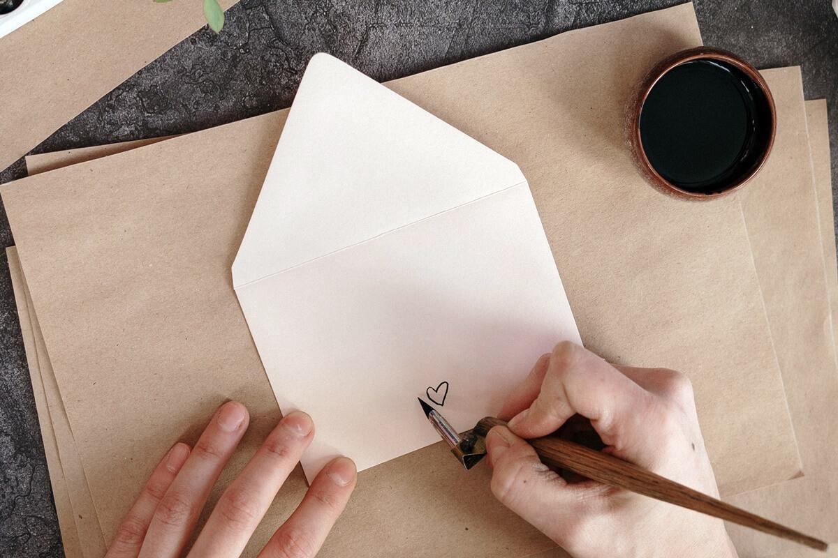 handgeschriebener Liebesbrief mit Herzzeichnung