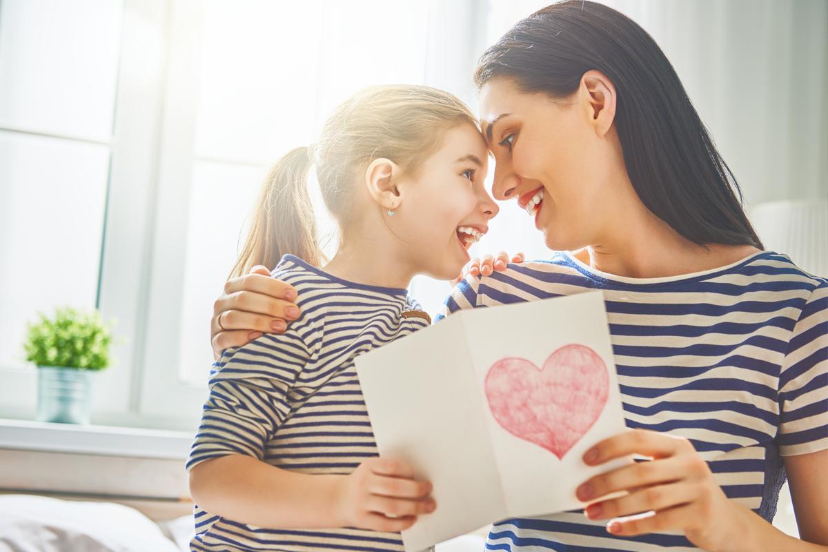 Geburtstagskarte mit Spruch für Mama - Jetzt lustige, schöne und herzliche Geburtstagssprüche und Geburtstagswünsche entdecken mit kostenlosen Geburtstagskarten zum Downloaden