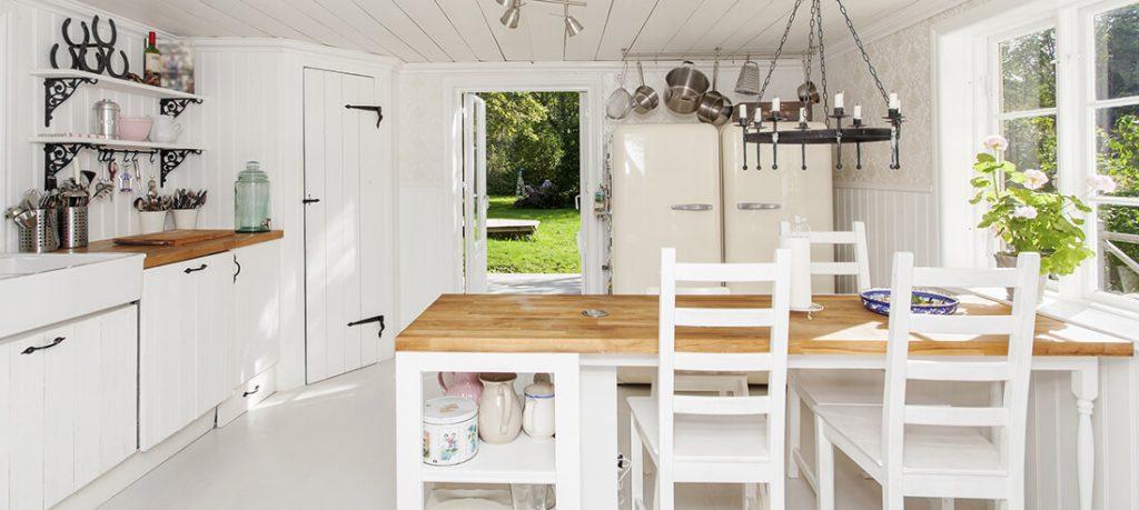 Küche im gemütlichen Landhausstil.