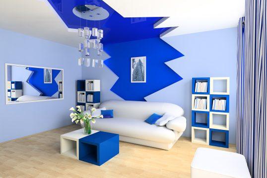 Modernes Jugendzimmer – Poppart Design in Blau & Weiß – schickes Polstersofa & Designer Hängeleuchte aus Glas