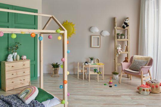 Kinderzimmer Gestaltungsidee für Jungs & Mädchen mit Holzmöbeln – beige ...