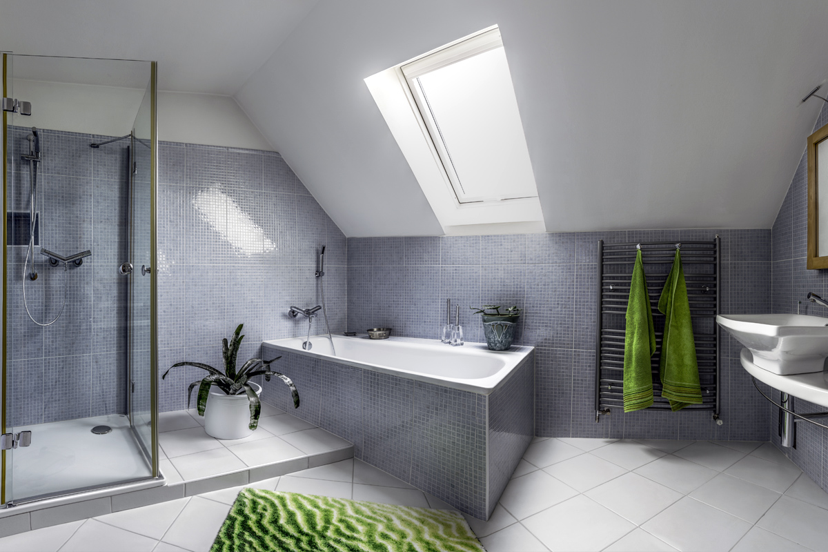 Badezimmer Idee   Bad im Dachgeschoss mit großer Badewanne