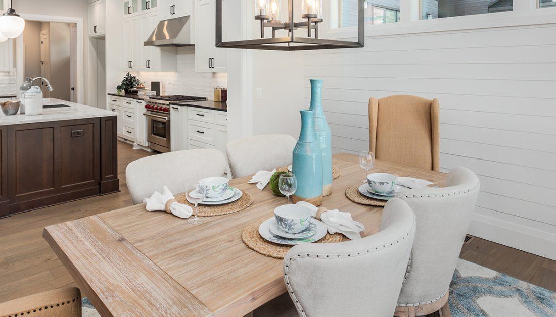 Tischdeko Idee Esstisch In Der Kuche Im Mediterranen Stil